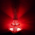 Feb. 20|巴黎鐵塔。鏤空紙雕透出柔和燈光,很美。