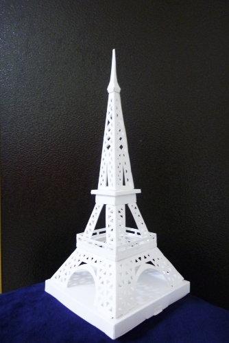 Feb. 20|巴黎鐵塔。完成了。