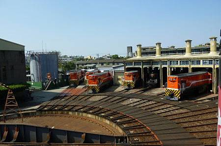 Feb. 07|扇形車庫。維修中的火車頭