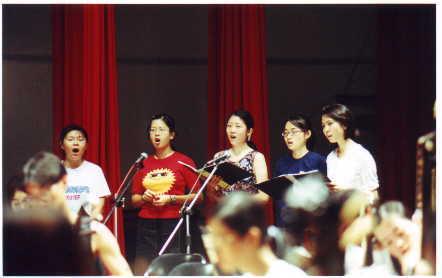 歌唱團...