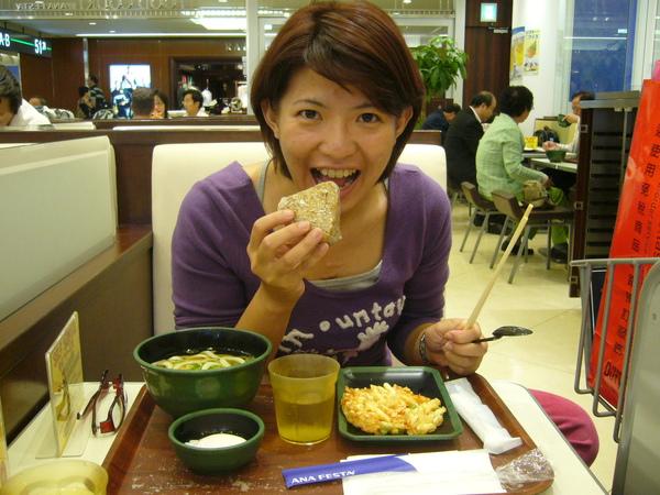 開始花日幣的東京機場一餐
