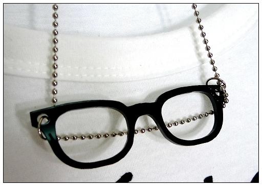 眼鏡項鍊近照~