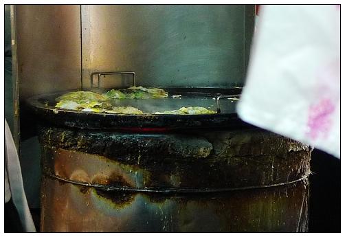 一般是用瓦斯,它是用傳統木碳