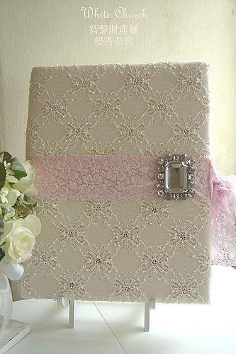 粉紅色的JULIA'S結婚證書夾