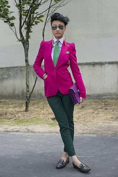 esther-quek-street-style-pink-blazer-green-pants-h724