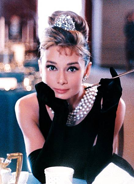 audrey-hepburn-breakfast-at-tiffany39s-dress-widescreen-2-747x1024