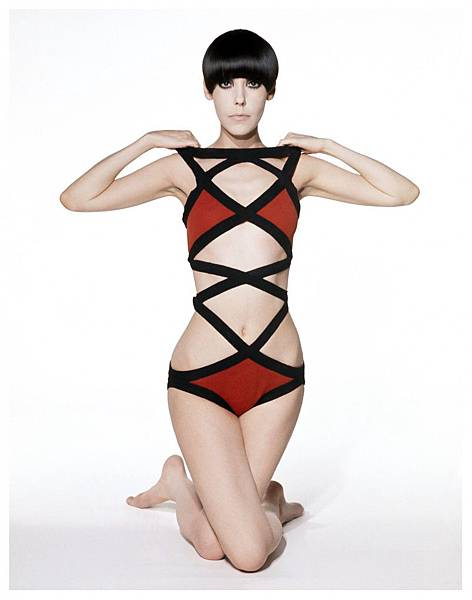 peggy-moffitt-modeling-rudi-gernreich-design-1971-photo-by-william-claxton-post-b-805x1024