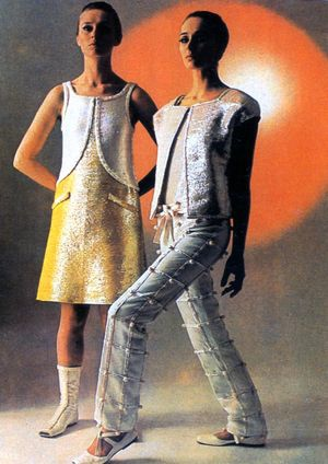 Andre_Courreges-_mini-robe_et_ensemble_pantalon_-_1968-c0ade
