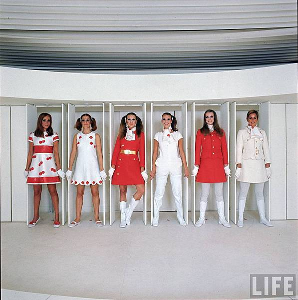 01_andre_courreges-theredlist