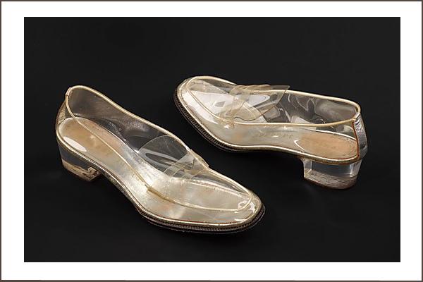 Beth-Levine-átlátszó-cipő-1965
