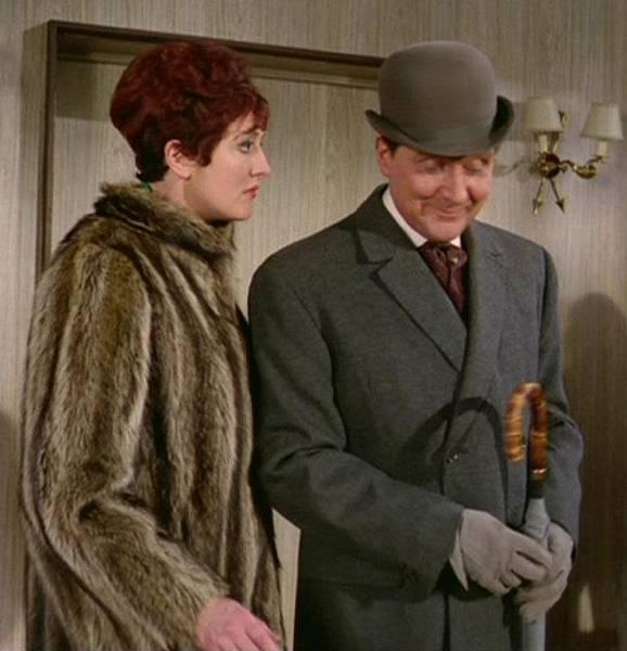 correct-grey-coat-gloves