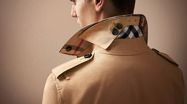The Burberry Heritage Trench Coat - Detail Shot_005