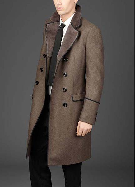 Burberry-topcoat-with-rabbit-fur-lined-top-collar-1