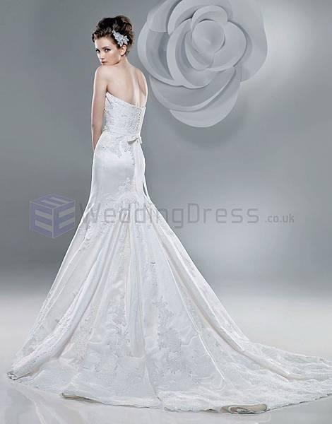 curved-neckline-chapel-length-train-wedding-dresses-mermaid-wedding-dresses-pinterest