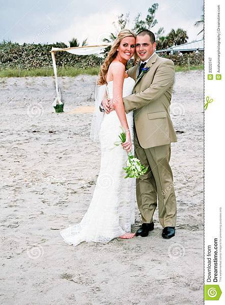 beach-wedding-bride-groom-23232747