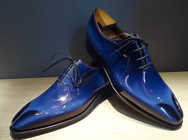 pierre-corthay-shiny-blue-shoes-hand-made-bespoke-parisian-bottelier-shoe-maker-limited-edition-luxury-maison