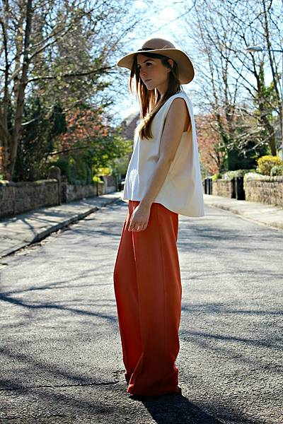 outfit-orange-wide-leg-trousers-white-top.jpg