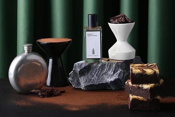 【Café de parfum】Black Addiction (黑色成癮)1.png