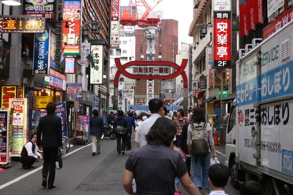 新宿歌舞伎町一番街1.JPG