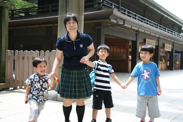 明治神宮-叮噹與三小子2.JPG