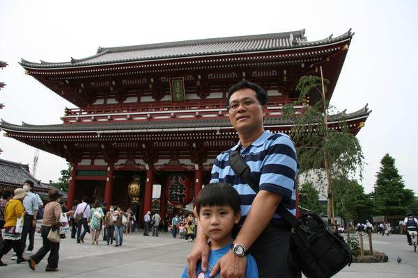 淺草觀音寺-爸爸與哥哥2.JPG