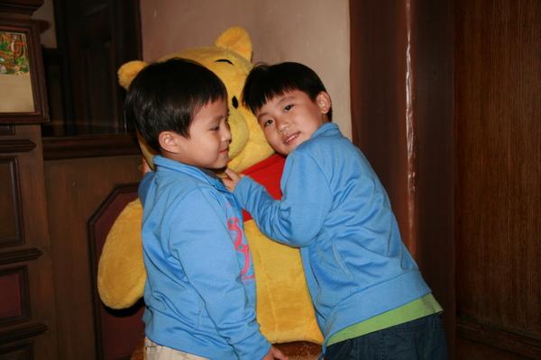 迪士尼-小熊維尼館-哥哥與弟弟.JPG