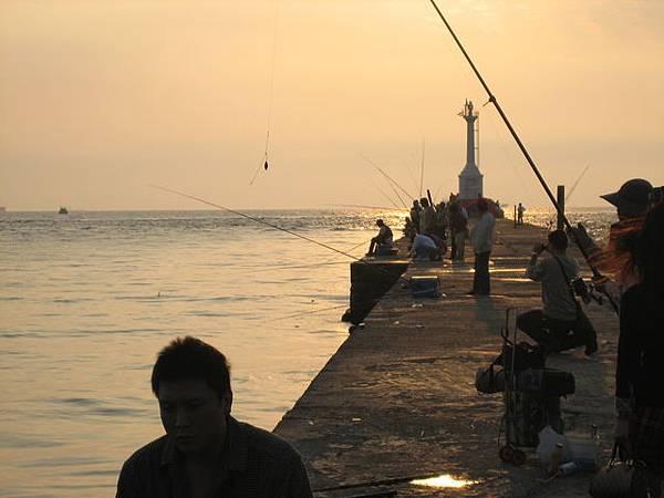 美麗的夕陽+釣客