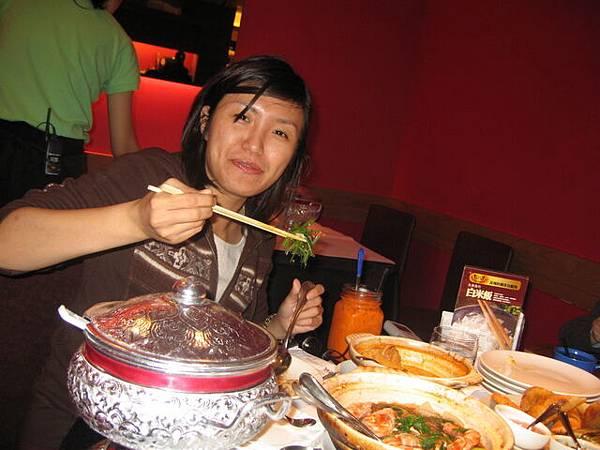 青妤姐姊也吃的津津有味呢!