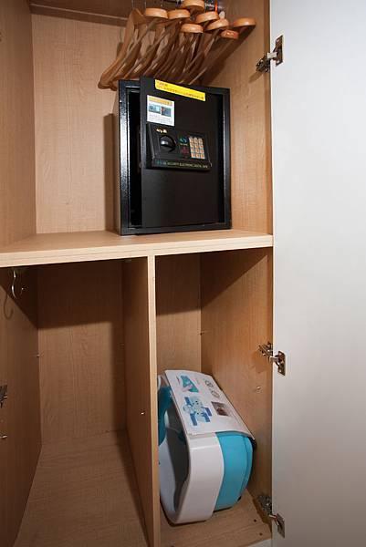 衣櫥(泡腳機,保險櫃)