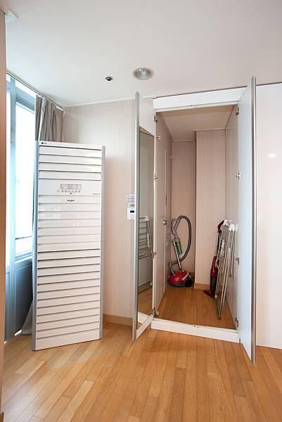 冷氣,小儲藏室(曬衣架,吸塵器)