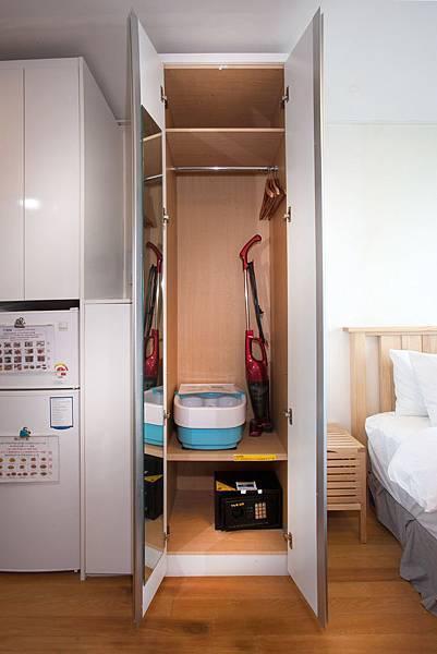 衣櫥(曬衣架,泡腳機,保險櫃,吸塵器).jpg