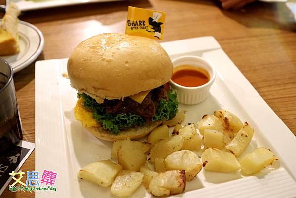煎燒起士牛肉堡-1.JPG