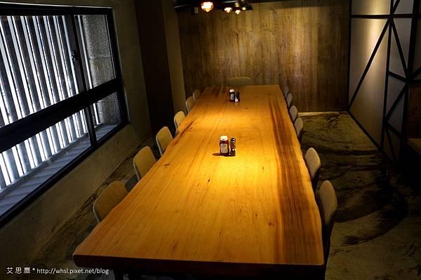 潘‧卡菲卡費-2F會議型長桌.JPG