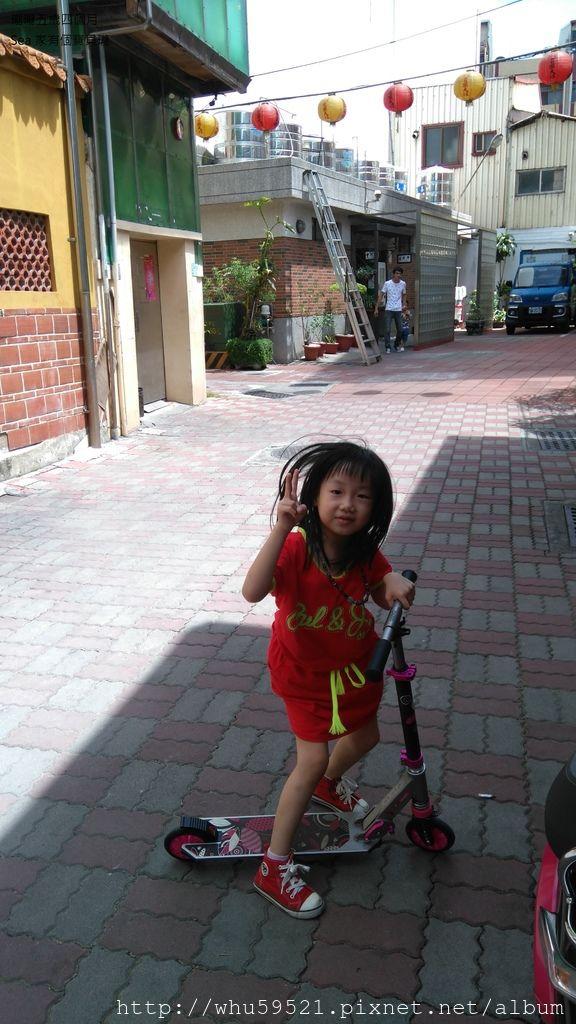瓏瓏五歲四個月2.JPG