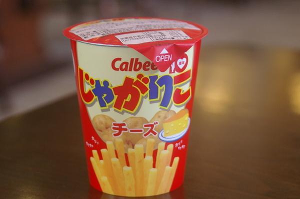 網路上推薦:日本非吃不可的零食~卡樂比罐裝馬鈴薯條