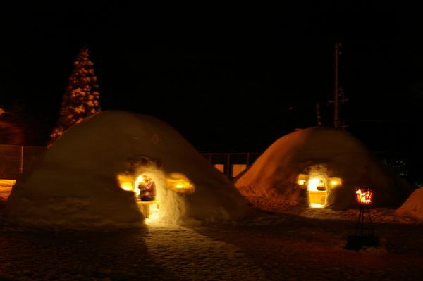 雪窯洞祭 (因為忘了帶腳架 所有戶外相片全軍覆沒)
