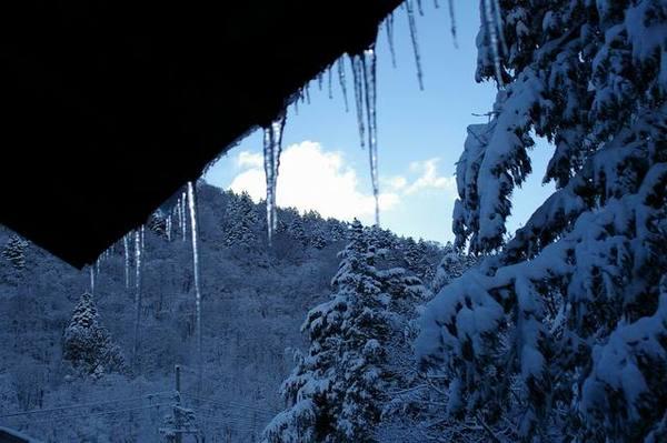 出太陽的窗外融冰