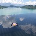 鏡面水池上也有白雲