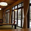 佳留萱中 邊用早餐邊欣賞雪景