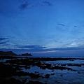 海邊風景4(有一點點陽光,但是因為雲層太厚 看不見日出)