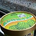 在台東車站買的冰淇淋(火車上拍攝)