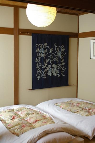 房間內部一角(我喜歡牆上的掛布壁飾)