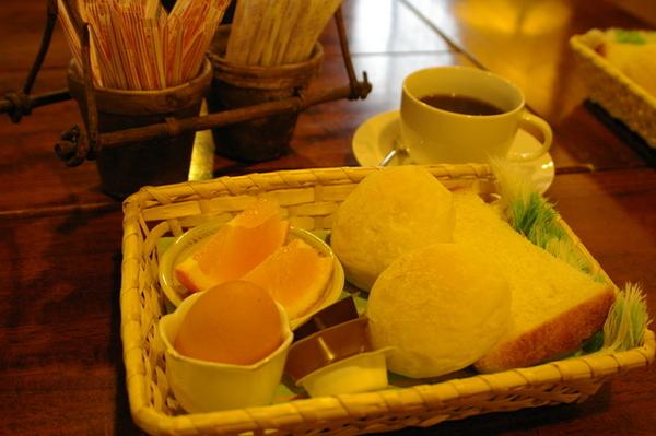 早餐(非常悠閒地享用)