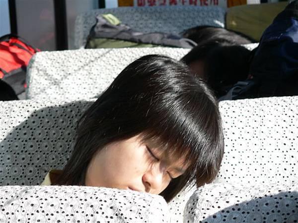 毓淇也在睡= =.JPG