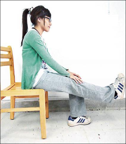 坐姿抬腿運動