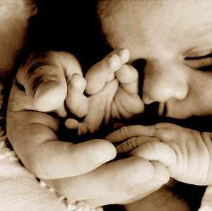 怎樣避免寶寶的指甲劃破臉
