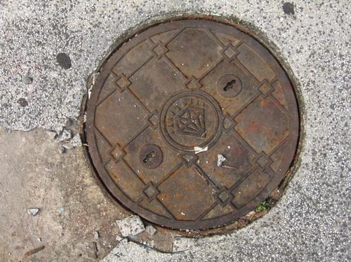 圓形維修孔