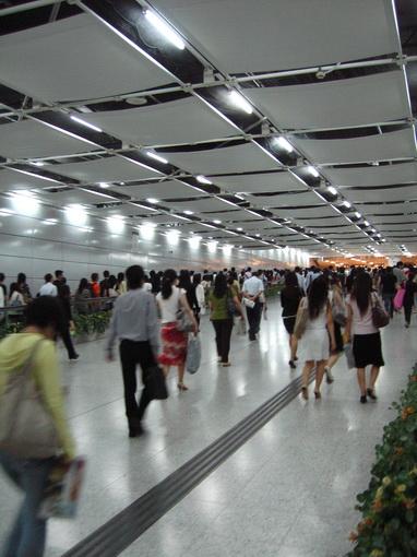 [917]香港地鐵站到中環地鐵站間地下道