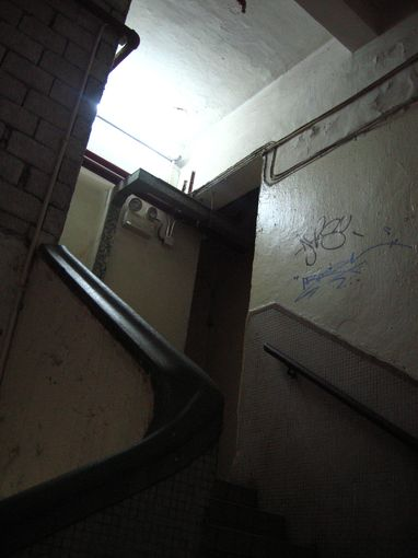 [20090101]B座2樓和1樓間的迴轉樓梯