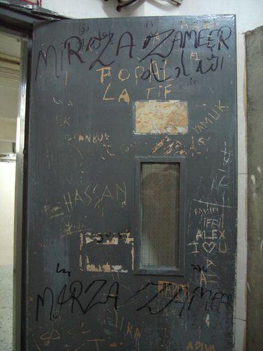 [20090103]12樓A座的塗鴉防爆門